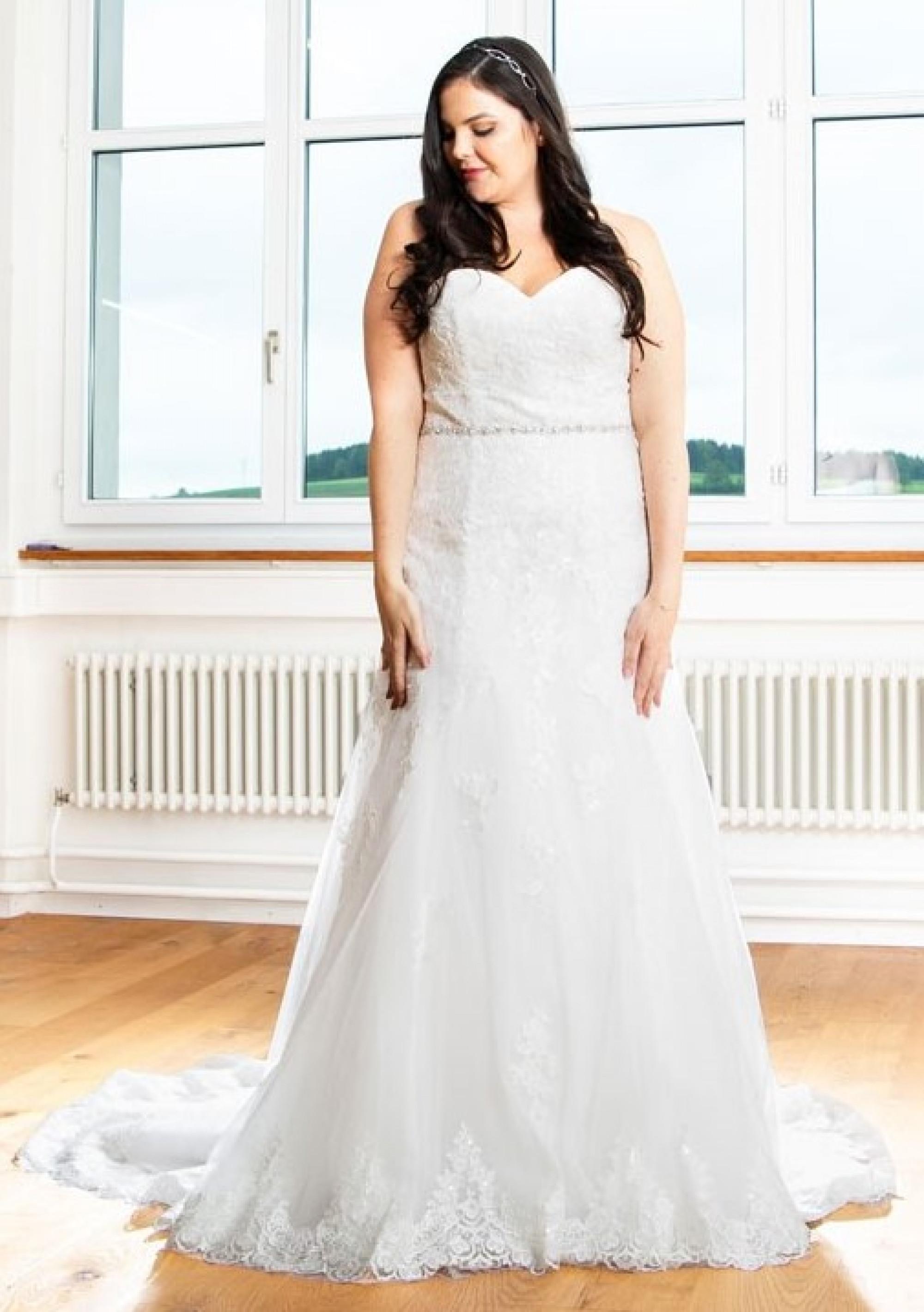 Curvy Brides Bridal Fashion For Curvy Woman